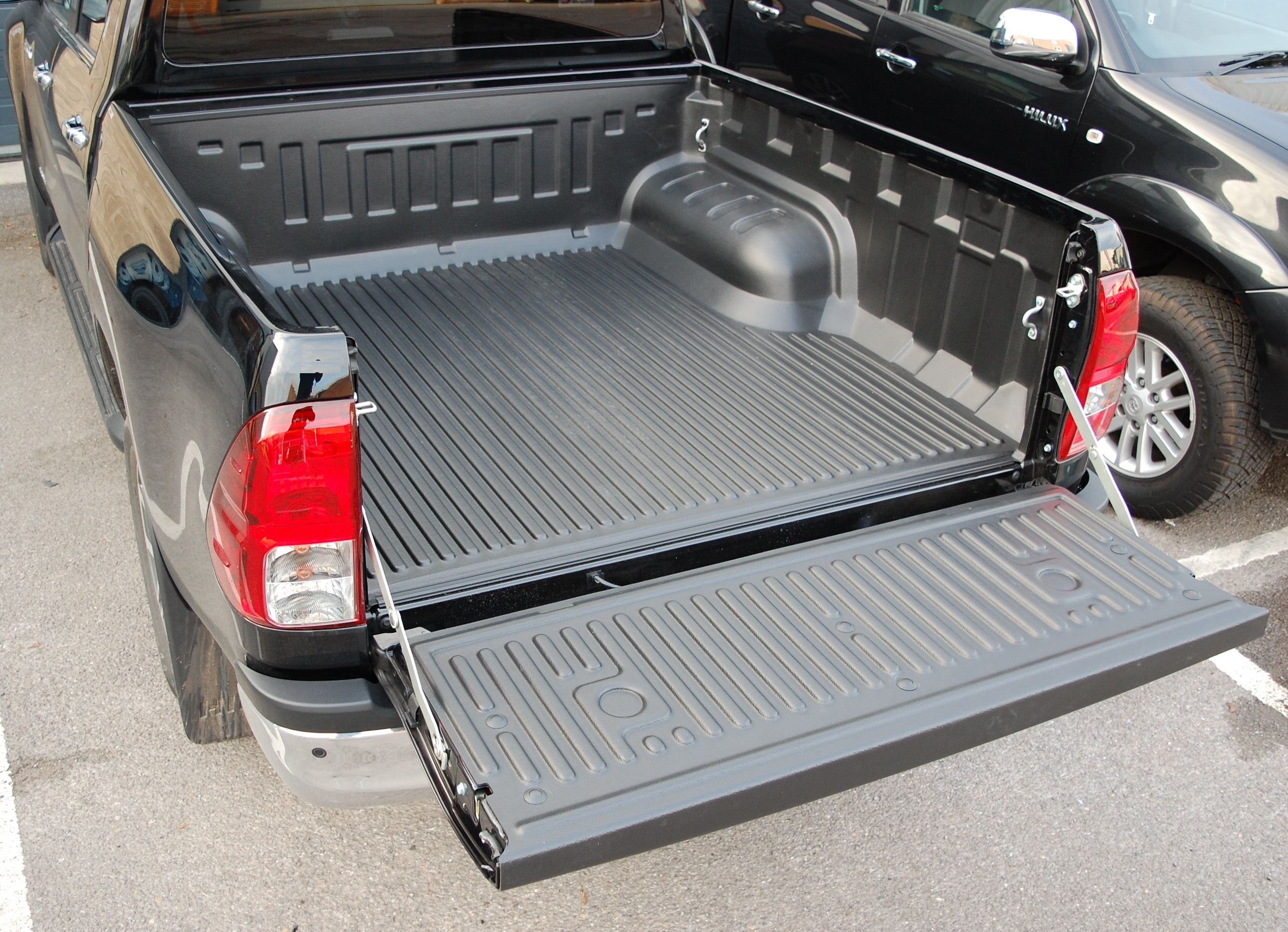 Double Cab Under Rail Bed Liner